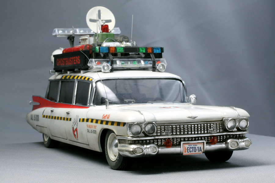 1 25 ghostbusters ecto 1a model kit amt750m amt. Black Bedroom Furniture Sets. Home Design Ideas