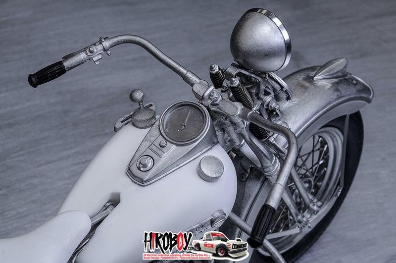 1:9 Harley-Davidson Panhead 1948 Multi Media Model Kit