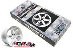 "1:24 18"" Volk Racing TE37 Wheels and Tyres (White)"