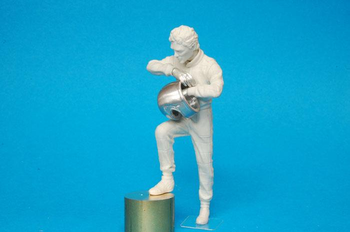 1:20 F1 Driver Standing Figure Type.1